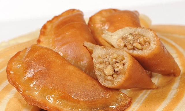صورة حلويات منزلية سهلة , طريقة قطايف رمضان بسهوله