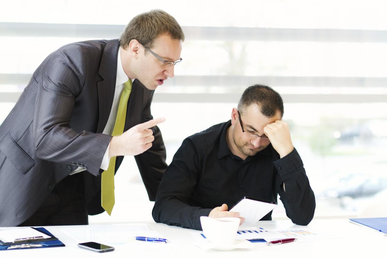 صورة مشكلات وحلول , عدم الثقة بين الموظف والشركة
